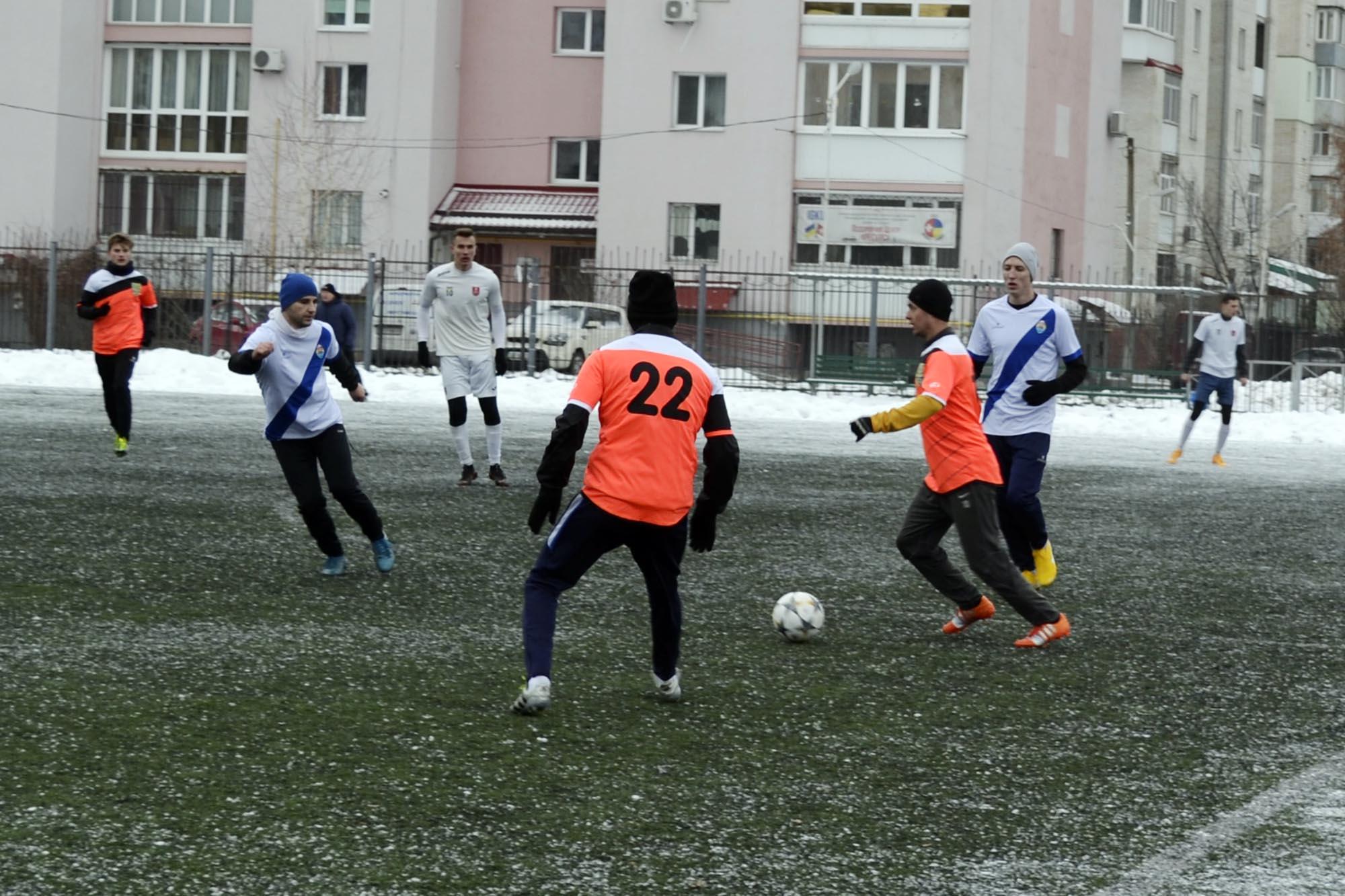Зимовий чемпіонат міста з футболу. Перший ігровий день